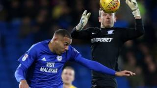 Kenneth Zohore a Chris Maxwell