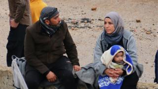 Syrians await evacuation from Rastan, 7 May