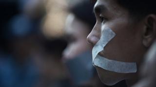 """ประชาชนที่มาร่วมเรียกร้องการหยุดตั้งข้อหาเพื่อ """"ปิดปากประชาชน"""""""