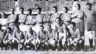 L'équipe du FLN à son jubilé au stade du 5 juillet 1962 en 1974. De gauche à droite : Debout : A.Sellami - Doudou - Zouba - Rouai - Amara - Zitouni - M. Soukane - Bouricha - Oudjani - Boubekeur Assis : Mazouz - Kerroum - Benfadah - Bouchouk - A. Soukane - Kermali - Mekhloufi - Oualiken
