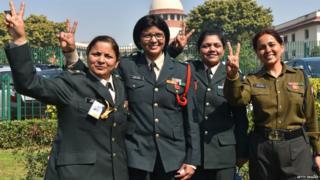 सुप्रीम कोर्ट परिसर में मौजूद महिला सैन्य अधिकारी