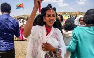 An Eritrean woman sings after crossing the boarder to attend the reopening border ceremony on September 11, 2018 as two land border crossings between Ethiopia and Eritrea were reopened for the first time in 20 years at Zalambessa, northern Ethiopia.