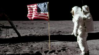 НІл Армстронг на Місяці