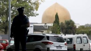 新西兰警方加强清真寺的安保措施。