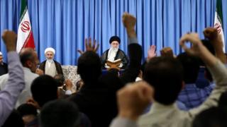 رهبر ایران به مناسبت شروع ماه رمضان با قاریان قرآن دیدار داشت
