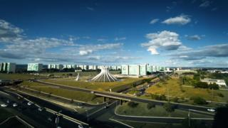 Vista aérea mostra Esplanada dos Ministérios em Brasília