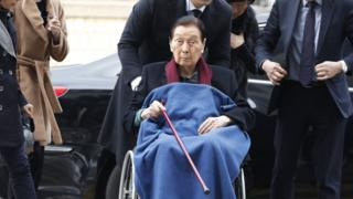Shin Kyuk-ho (C), founder of Lotte group, arrives to attend in the his final trial for a embezzlement at the Seoul Central District Court in Seoul, South Korea, 22 December 2017. EPA/JEON HEON-KYUN