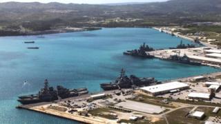 ميناء في جزيرة غوام الأمريكية في المحيط الهادئ