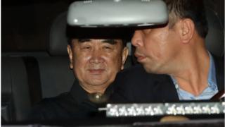 (캡션) 김정은 북한 국무위원장의 집사 격인 김창선 국무위원회 부장이 17일 베트남 박닌성의 삼성전자 스마트폰 생산공장 주변을 둘러봤다는 소식이 전해졌다