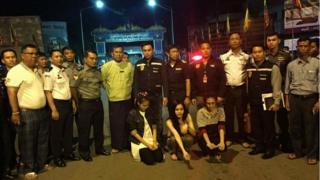 ตำรวจเมียนมาจับ 'เปรี้ยว' พร้อมเพื่อนอีก 2 คน ซึ่งเป็นผู้ต้องสงสัยในคดีฆ่าหั่นศพ 'แอ๋ม' ได้ในจังหวัดท่าขี้เหล็กและส่งมอบตัวให้กับทางการไทยแล้ว