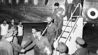 1 दिसम्बर 1972 को दिल्ली के पालम हवाई अड्डे पर उतरते भारतीय पायलट बनी कोएलहो, धीरेंद्र एस जाफ़ा, तेजवंत सिंह, हरीशसिंहजी