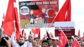 Köln'de Demokrasi mitingi