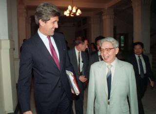 John Kerry và Trần Quang Cơ