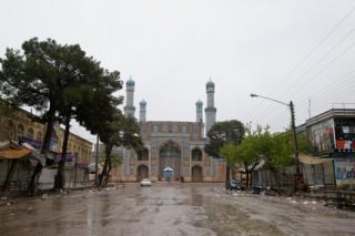 جاده لیلامیفروشان هرات در نزدیک مسجد جامع