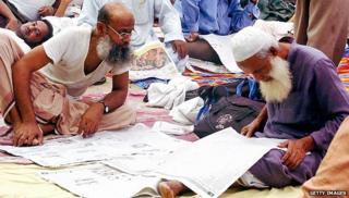 Newspaper readers in Bangladesh