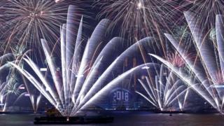 Новогодний фейерверк в Гонконге