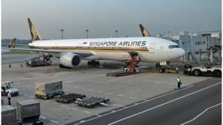 A Singapore Airlines Boeing 777-312