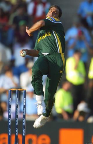 शोएब अख्तरचा तेव्हा जागतिक क्रिकेटमध्ये वेगळाच धाक होता.