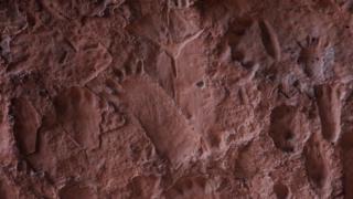 Marcas encontradas na Gruta dos Pezinhos