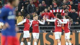 Arsenal ambayo inaongoza kwa mabao katika kinyang'anyiro hicho haikushambulia hata mara moja katika dakika 70 za mwanzo na Laurent Kolscieny alipoteza nafasi ya wazi kabla ya Welbeck kufunga.