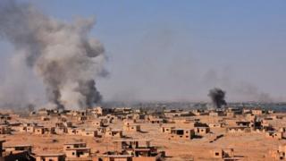 Дым от взрывов над городом Дайр эз-Заур