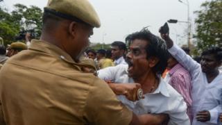 તુતીકોરિનમાં હિંસા દરમિયાન પોલીસ કાર્યવાહી