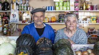 comerciantes Porfírio Valente, de 91 anos, e Maria de Lourdes Valente, de 88, moram na região da cracolândia