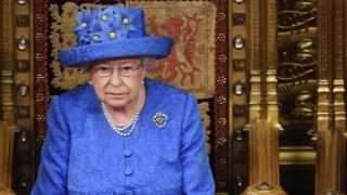 Queen-Elizabeth-II-sitting-in-the-House-of-Lords.