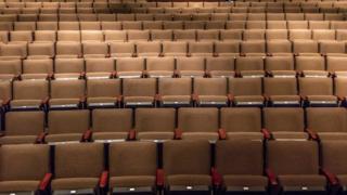 Boş bir sinema salonu