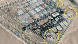 بر اساس این گزارش، دایرههای زرد محل گورهای جمعی احتمالی در حاشیه گورستان بهشت رضا در مشهد است