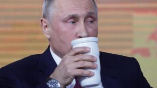 Путин и кружка