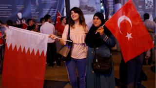 مظاهرة في وسط مدينة اسطنبول التركية تأييدا لقطر.