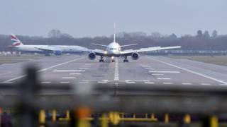 Aircraft landing in Gatwick while flights are resuming