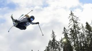 skier_jumps_in_air