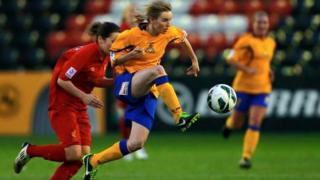 Ashleigh Mills playing for Doncaster Rovers Belles