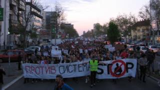Демонстранты в Сербии