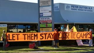 Refugee activists protest in Brisbane against detention camps, 2 March