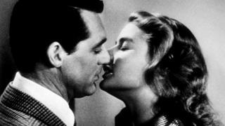 """После """"Касабланки"""" у Ингрид Бергман были и другие прекрасные поцелуи на экране (1946 год, фильм Альфреда Хичкока """"Дурная слава"""")"""