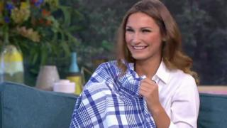 Sam Faiers breastfeeding on This Morning
