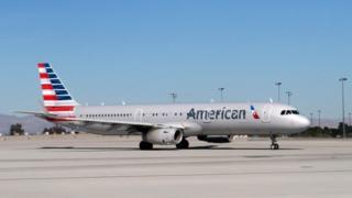 アメリカン航空は乗務員の態度を「遺憾に思う」と