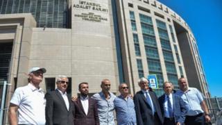Ergenekon davasında kararın duyurulmasının ardından adliye önünde yapılan basın açıklaması