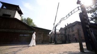 Papa Auschwitz'de