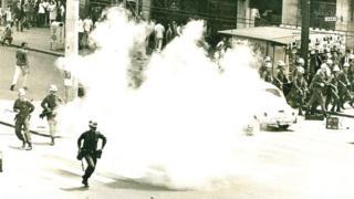 PM reprime confronto entre estudantes da USP e Mackenzie na região central, em 1968
