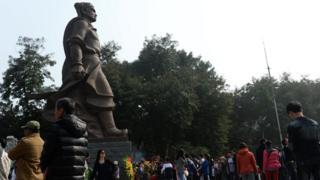 Tượng vua Quang Trung ở Hà Nội