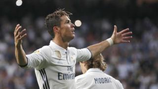 رونالدو يحتفل بهدفه الأول والثاني للريال