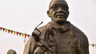 Statut d'un pionnier du cinéma africain à la place des Cineastes de Ouagadougou