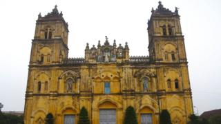 Vietnam architects campaign to save cathedral