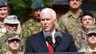 В Эстонии Пенс встретился с военнослужащими НАТО