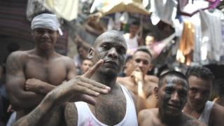 Pandilleros del Barrio 18 en la cárcel de Cojutepeque, 30 kilómetros al este de San Salvador, el 24 de julio de 2012.
