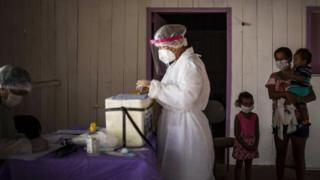 Health tests are carried out in the rural area of Manaus, Amazonas
